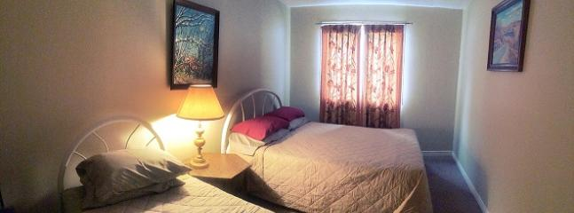 Queen and twin bed. bedding and towels supplied.