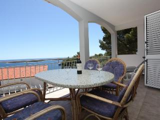 apartment Ana- fascinating view to the sea-discount April-May, Hvar