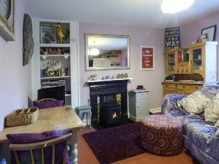 LAVINLEIGH STUDIO, first floor, king-size double bedroom, parking, pet-friendly,