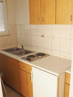 SA2(2+1) Južni zeleni: kitchen