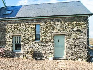 TY CARREG, off road parking, pet-friendly, Carmarthen, Ref 12193