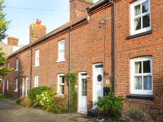 5 MELINDA COTTAGES, mid-terrace, enclosed garden, pet-friendly, near Cromer