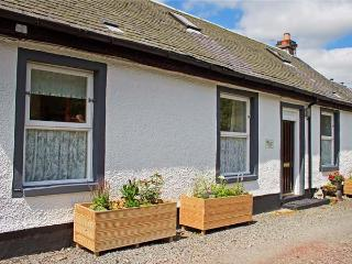 FLORDES COTTAGE, romantic retreat, woodburning stove, walking and cycling available, in Leadhills, Ref 925233