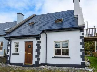 ACHILL COTTAGE detached, en-suite, solid fuel stove, close to beach in Achill Island Ref 928659
