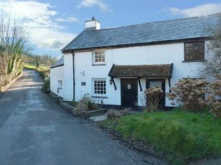 ELLIS COTTAGE character, woodburner, enclosed patio, WiFi in Berrynarbor Ref