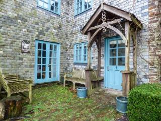 SQUIRRELS DRAY, barn conversion, en-suites, off road parking, shared courtyard with swim spa, in Gorran Haven, Ref 933001