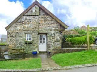 DOVECOTE, barn conversion, off road parking, shared swim spa, in Gorran Haven, Ref 933169