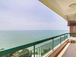 Batu Ferringhi Beach Seaview Home, Georgetown