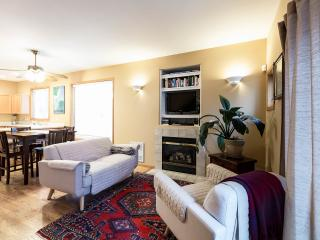 3BR, 2.5 BA Beautiful Downtown Ballard Townhome