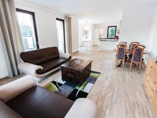 Modern 1500 sqft Appartment - 4 Bed-, 2 Bathrooms, Berlín