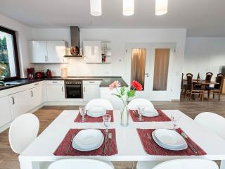 Spacious & Bright Flat,  2 bathroom - up to 4 bedroom, 8 king size beds, terrace