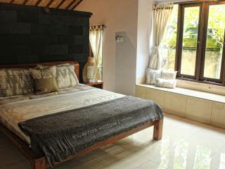 Villa Manggis 'Eat Pray Love' area, Private, Quiet, Mas