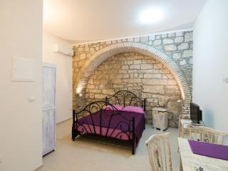 Budget Old Town - Studio with Sofa Bed-Resticeva 1, Dubrovnik