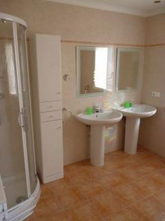 2 bathrooms with shower and wash basins