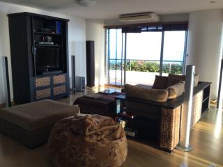 Condo unit with great SeaView and private Beach, Phe