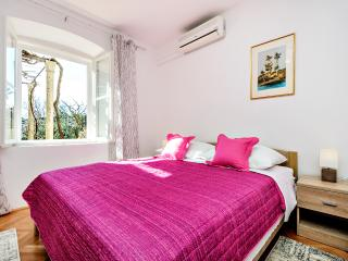 Mary - One Bedroom Apartment with Terrace