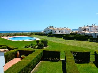 House with pool. 150 m from the beach, ideal famil