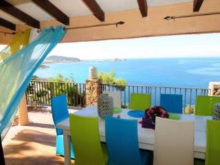 CHARMING PRIVATE VILLA OVERLOOKING THE SEA + POOL, Ile Rousse