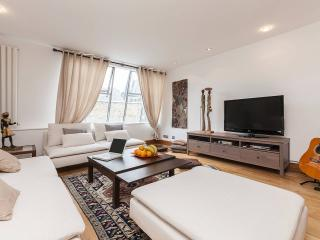 Posh 2 Bed , 2 Bath in best part of Kensington W8