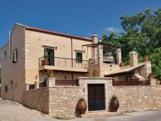 Traditionally renovated house with 4 bedrooms, Vamos