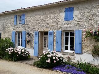 chambres d hotes avec piscine en sud-vendee, Fontenay-le-Comte