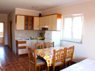 Two bedroom apartment for 6 near the sea, Novalja