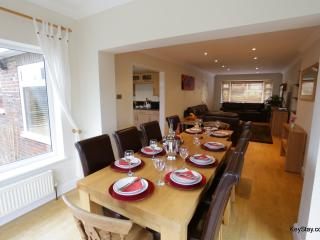 Detached 4 bedhouse, large garden,parking, 14 pax, Hove