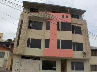 Fully Furnished 3 bedroom Apartment.(HS Internet)