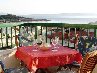 Beach Apartm. ROSE, top floor, 70 m beach, Makarska