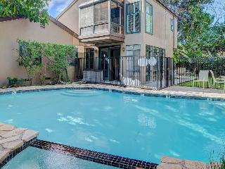 Private pool & hot tub, only 1.5 miles from Disneyland!, Anaheim