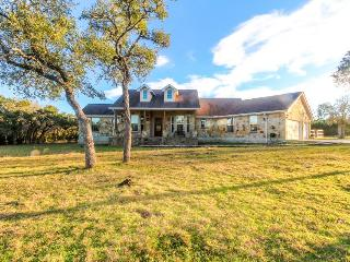 Luxury ranch with a private pool and gourmet kitchen, dogs welcome!, Wimberley