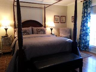 Blue Shutters 4.5 star Bed & Breakfast Green Suite, Wolfville
