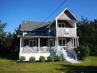 Solera Victorian charm, ocean view, steps to beach, Oak Bluffs