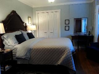 Blue Shutters 4.5 star Bed & Breakfast  Blue Room, Wolfville