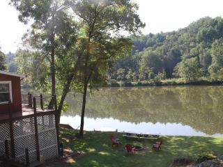 Riverfront home on 40 Acres-5 Minutes from N.R.T., Fries