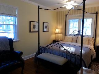 Blue Shutters 4.5 star Bed & Breakfast Yellow Room
