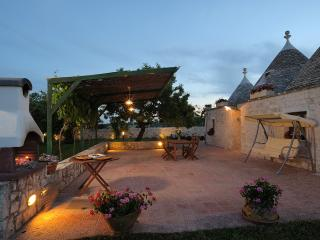 Charming rural retreat in trulli with private pool, Alberobello
