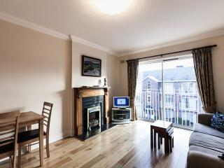 Derrynane Sq - Modern 2 Bed Apartment, Dublín