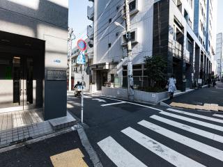 Roppongi Hills Lovely Apartment: Central Tokyo .