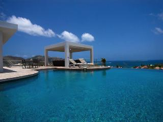 perfect holiday spot for families and couples modern 4 bedroom villa, Orient Bay