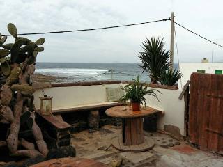 Apartamento rústico con terraza sobre el mar, Caleta del Caballo