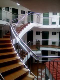 Inner stairs towards each apartment entrance / Escaleras interiores hasta la entrada del apartamento