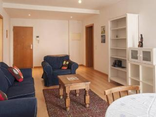 Lisbon Insider, Comfy Flat/2 Rooms, Sleeps 4