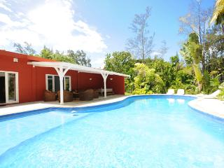 Villa Philibert, with pool on the beach;, Riambel