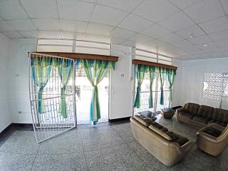Students & Professionals Clean Safe Private Rooms!, Tunapuna