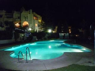 Spacious Apartment In Calahonda Near Beach & Facilities, Sleeps 6 NO CAR REQD!