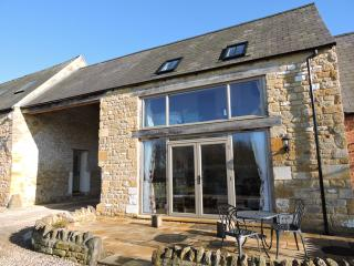 Peaceful Cotswold 5* Countryside Apartment for 2 with Great Rural Views