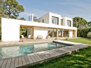 DESIGN VILLA WITH POOL IN MONTPELLIER, Montpellier