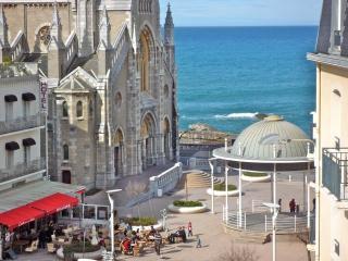 Loft d'architecte place st Eugénie vue océan..wifi
