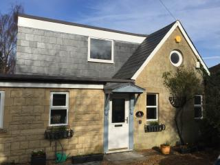 Contemporary Cosy Cottage- walk to Bath & NT walks